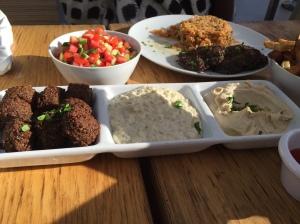 Hummus Bar Veggie plate